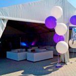 Для лаундж-зони встановили тент «Уніфлекс» 10х12 з диванами і комфортними кріслами