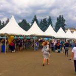 Шатры «Пагода» смонтировали прямо на входе фестиваля