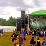 Даже в дневное время на фестивале «Atlas Weekend» много поклонников хорошей музыки