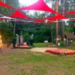 В палаточном городке была и своя небольшая сцена