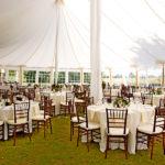 Аренда стульев для свадьбы в шатре летом