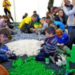 Собирать Лего в Kids Zone понравилось не только детям