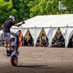 Один з тентів на МотоОпенФест-2019 використовувався під ангар для мотоциклів