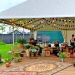 Гостям на вечеринке в тенте доступна вся локация